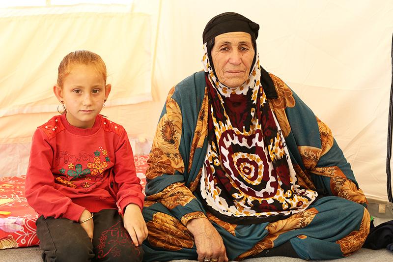 하루 전, 가족들과 난민촌에 들어온 파투마 씨와 손녀