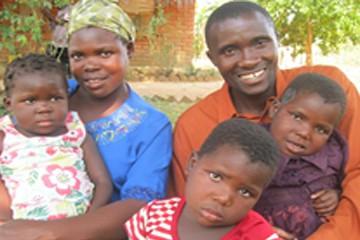 제시(가운데)의 두번째 삶의 시작과 함께 가족들도 새로운 삶의 기쁨을 찾았습니다.