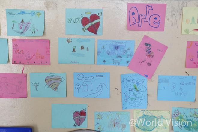 아동심리지원센터의 아이들이 그린 그림들(사진출처:월드비전)
