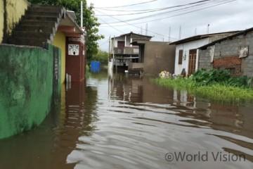 홍수로 물에 잠긴 마을