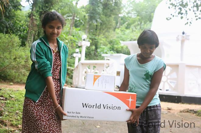구호물품을 지원받은 스리랑카 주민(사진출처:월드비전)