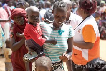 안전한 피난처를 찾아 집을 떠나 주바(Juba) 지역 곳곳의 난민 캠프에 사람들이 몰리고 있습니다 (사진출처: 월드비전)
