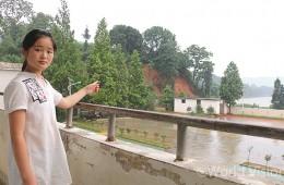 홍수와 산사태로 인해 산 귀퉁이 한쪽이 무너져 내렸고, 마을 곳곳에 물이 넘치고 있습니다 (사진출처:월드비전)