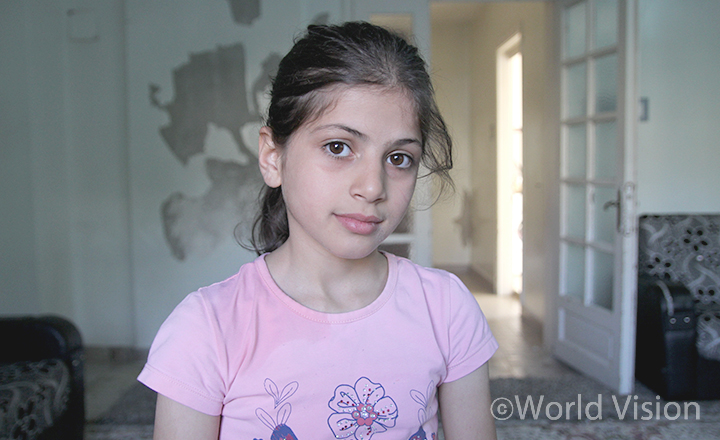 전쟁의 위협이 도사리는 시리아를 떠나 국경을 넘어 터키로 피난한 소녀 바나(가명, 10살)(사진출처:월드비전)