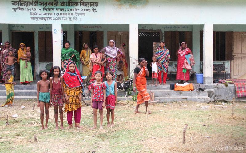 이곳은 원래 아이들이 다니는 학교입니다. 하지만 지금은 홍수 피해 주민들이 임시 대피소로 사용하고 있습니다.2 (출처: 월드비전)