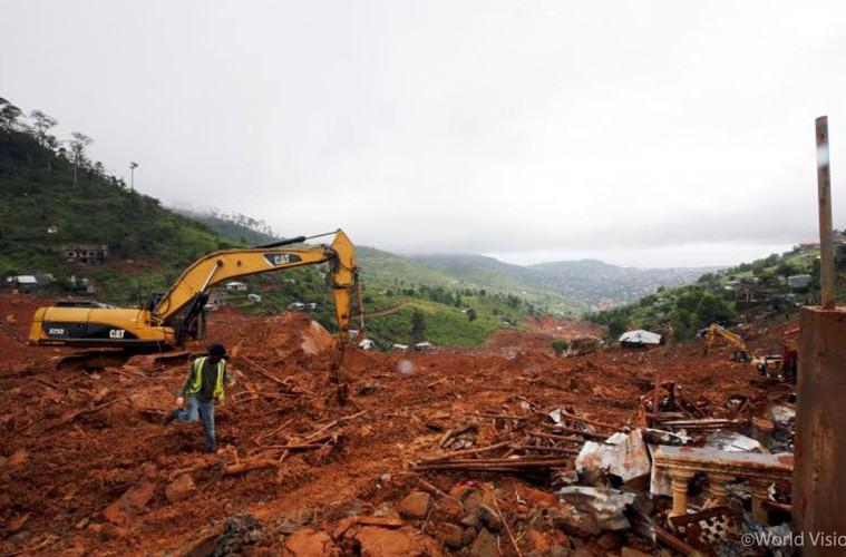 ▲ 슈거로프(Sugar Loaf)산에서 시작된 산사태는 시에라리온의 수도 인근 지역을 처참하게 집어삼켰습니다. (출처: 로이터 통신)