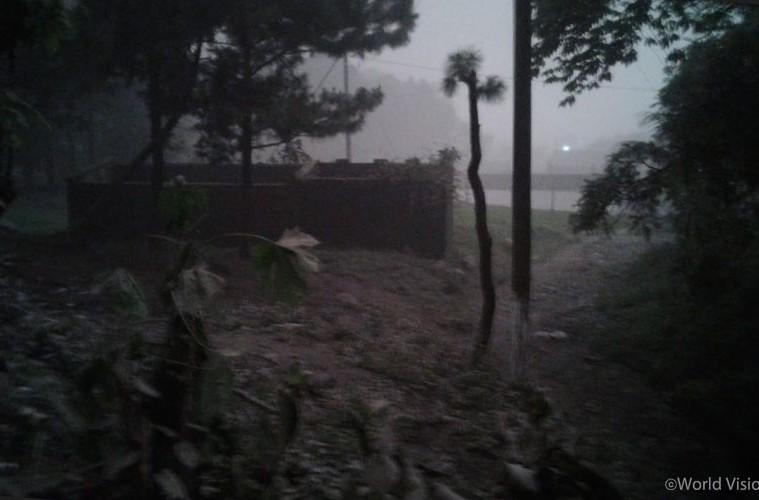 푸에고 화산에서 뿜어져 나온 화산재가 예포카파(Yepocapa) 지역을 가득 덮고 있습니다(사진 출처: 월드비전)