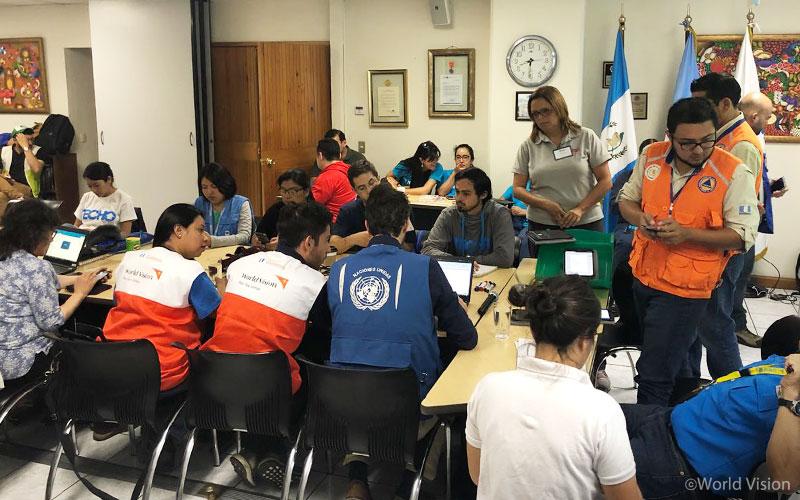 ▲ 과테말라 구호 단체들과 협력해 효과적인 대응 방안을 수립하고 있는 회의 모습(출처: 월드비전)