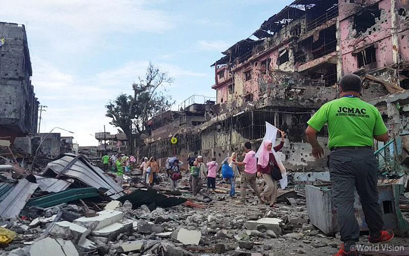 ▲ 분쟁의 잔혹함으로 폐허가 된 마라위의 모습(출처: ABS-CBN)