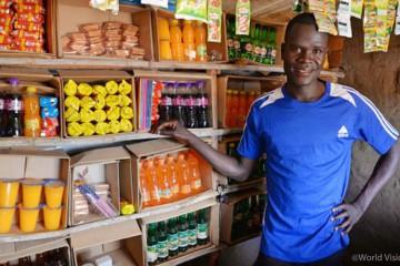 ▲ 월드비전의 도움으로 작지만 든든한 가게를 열 수 있게 된 이삭(출처: 월드비전)