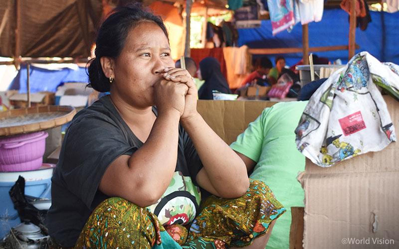 ▲집을 잃은 피해 지역 주민들이 대피해 있는 임시 대피소의 모습 (출처: 월드비전)
