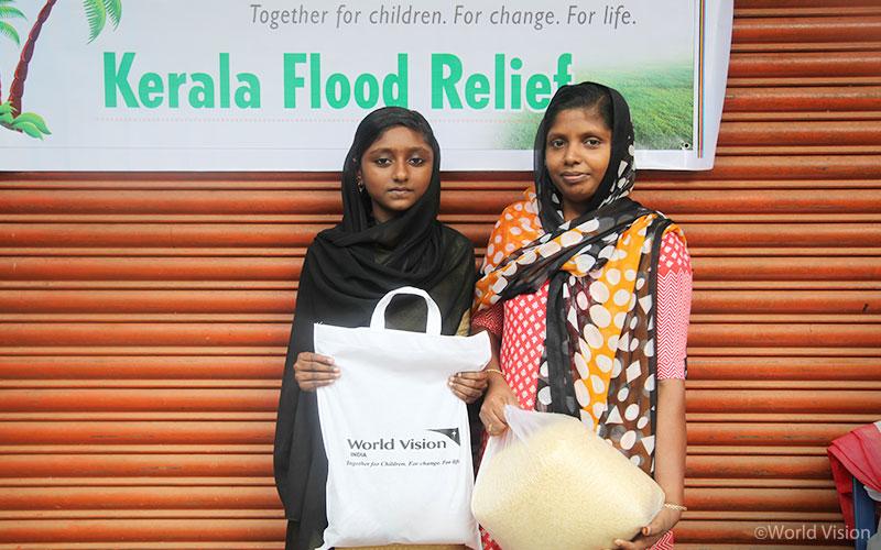 ▲ 지난 19일, 케랄라(Kerala) 주 말라퓨람(Malapuram) 구역에서 실시한 1차 긴급구호물자 보급 (출처: 월드비전)