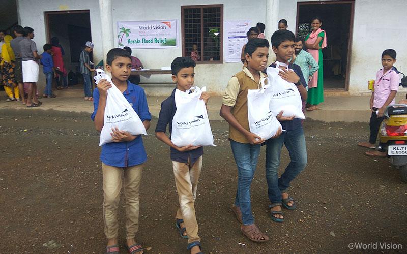 ▲ 지난 19일과 20일 말라퓨람(Malapuram) 구역에서 실시한 보급으로 현재까지 848개 가정에게 구호물자를 전달하였으며, 앞으로 구역 내 총 3,100개 가정에게 지원할 계획입니다.