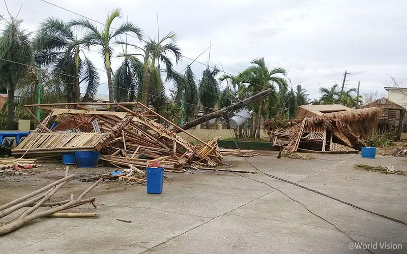 태풍 망쿳이 휩쓸고 간 루손(Luzon)섬 카가얀(Cagayan) 주의 모습 (출처: 월드비전)