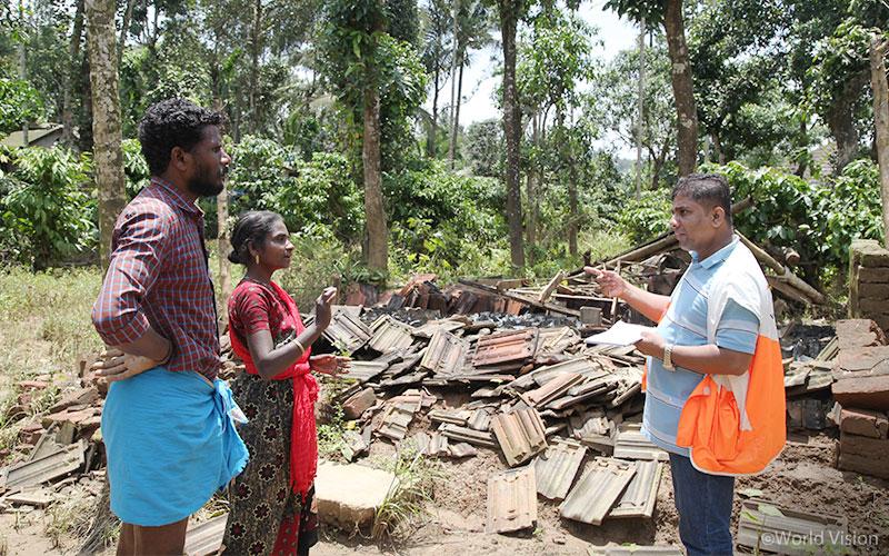 ▲ 월드비전은 피해 지역을 직접 찾아가 주민들의 필요를 파악하고 있습니다. (출처: 월드비전)