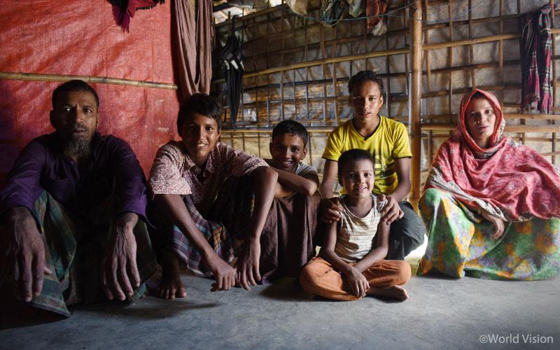 방글라데시 콕스 바자르(Cox's Bazar) 난민 캠프에는 여전히 890,000명의 미얀마 난민들이 생활하고 있습니다. (출처: 월드비전)