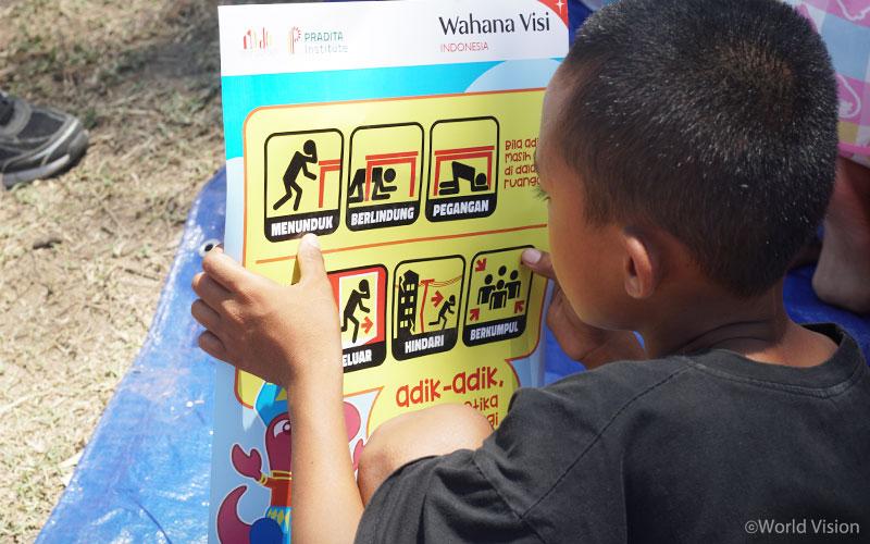 ▲ 월드비전의 아동심리보호센터(CFS)에서는 피해 지역 아동의 안전을 위해 지진 안전 교육을 실시하였습니다. (출처: 월드비전)