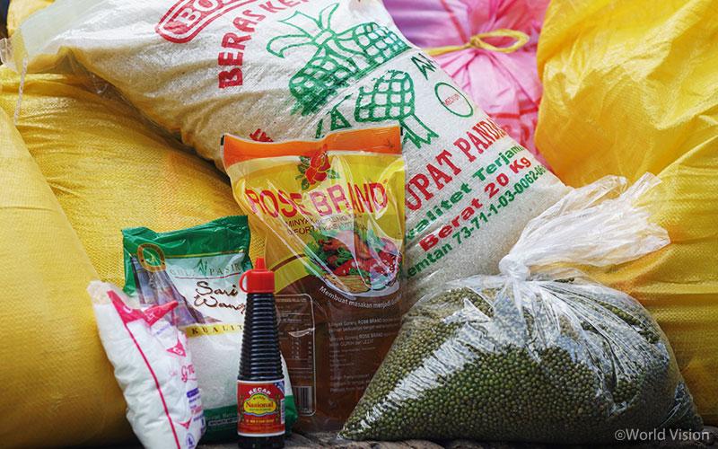 ▲ 쌀, 콩, 소금, 설탕 등으로 이루어진 식량 지원(출처: 월드비전)