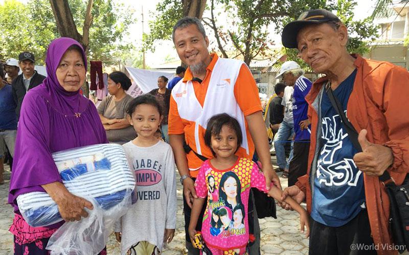 월드비전은 임시 대피소에 거주하고 있는 피해 가정에게 가족 키트를 비롯한 구호 물자를 지원하고 있습니다. (출처: 월드비전)
