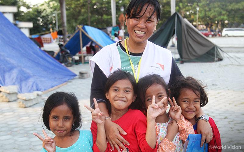 피해 지역 아이들이 다시 밝은 미소를 되찾을 수 있도록 월드비전은 지원을 계속해 나갈 것입니다. (출처: 월드비전)