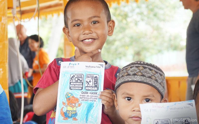 친구들과 안전하게 뛰어 놀 수 있는 아동심리보호센터(CFS)에서 피해 아이들은 점차 미소를 되찾고 있습니다. (출처: 월드비전)