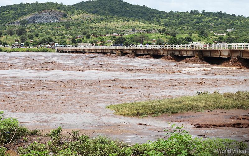 ▲ 폭우로 상한 수위를 넘긴 모잠비크 잠베지(Zambeze) 강(사진 출처: 월드비전)