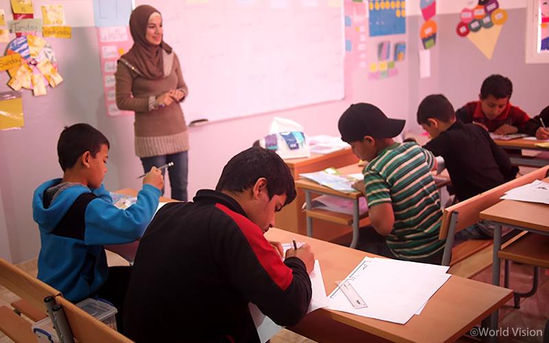 ▷ 레바논 월드비전 아동보호센터에서 배움을 이어가는 시리아 아동
