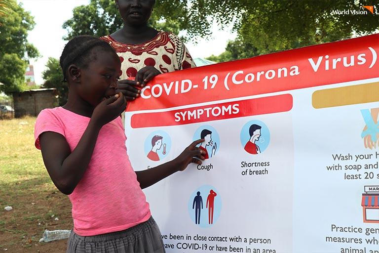 코로나 바이러스 교육을 받고 있는 아이의 사진