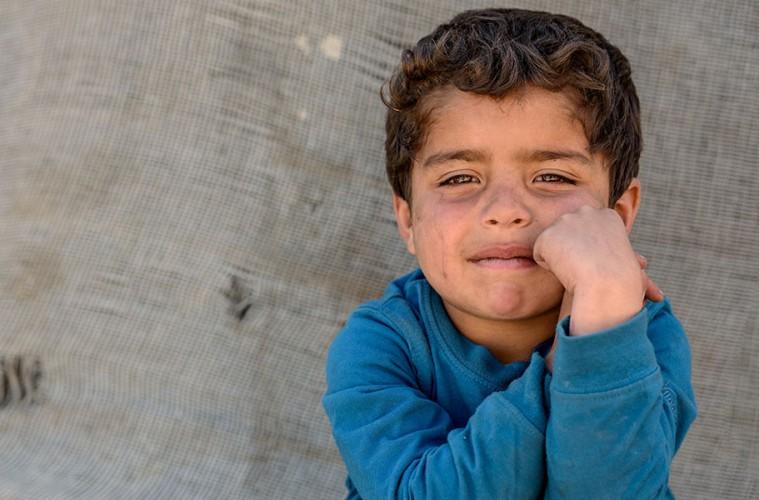슬픈 표정의 난민아동